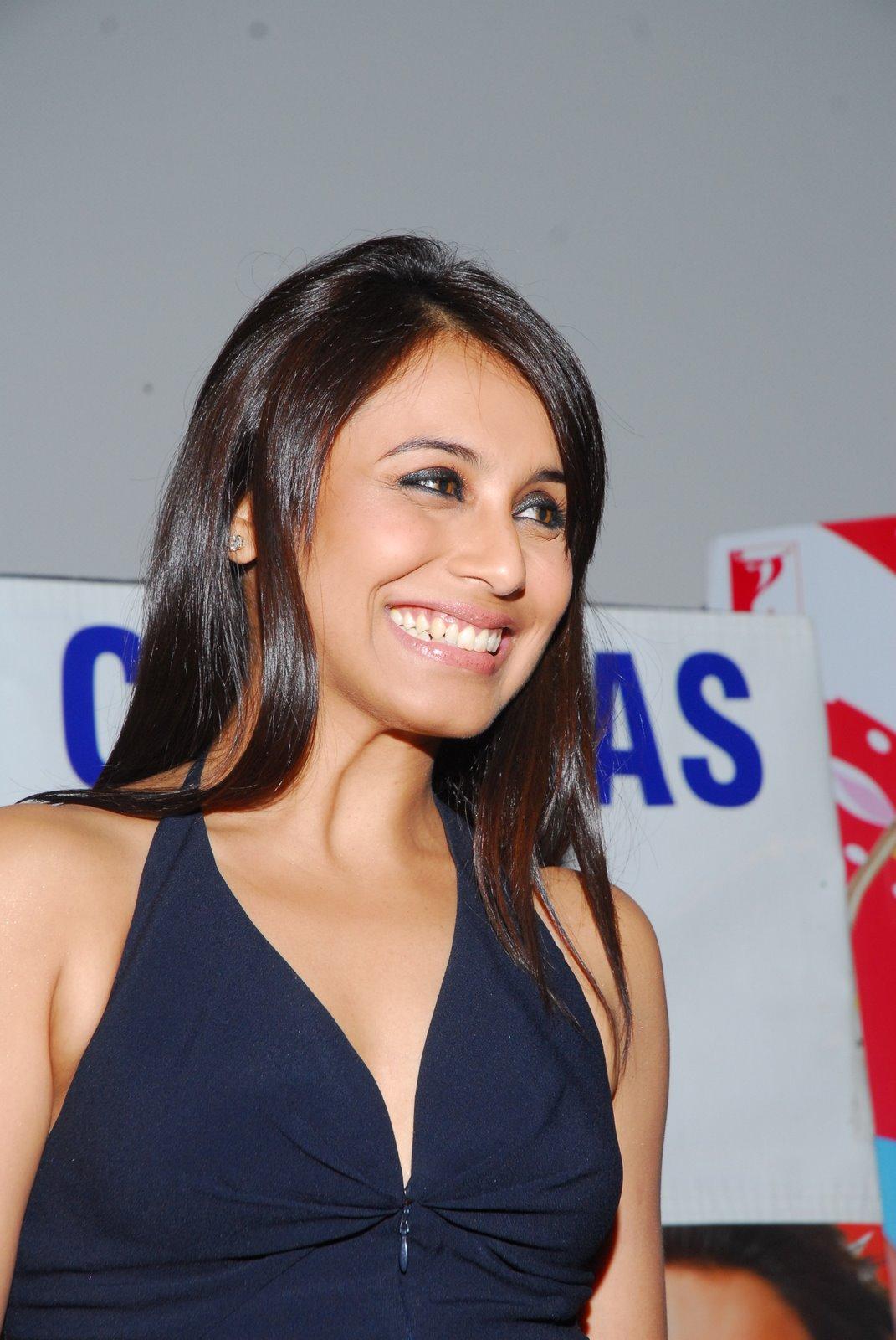 Cute Duck Wallpaper Actress Stills Rani Mukerji Latest Stills