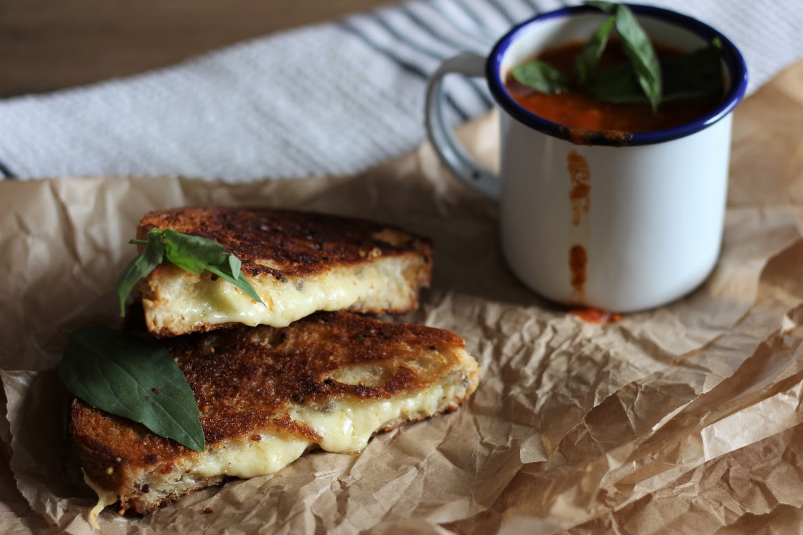 toasted-cheese-sandwich-and-tomato-soup