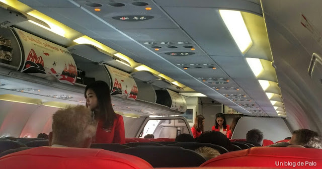 interior avion air asia compañia low costo asia
