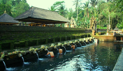 tirta empul tampak siring bali indonesia wisataarea.com