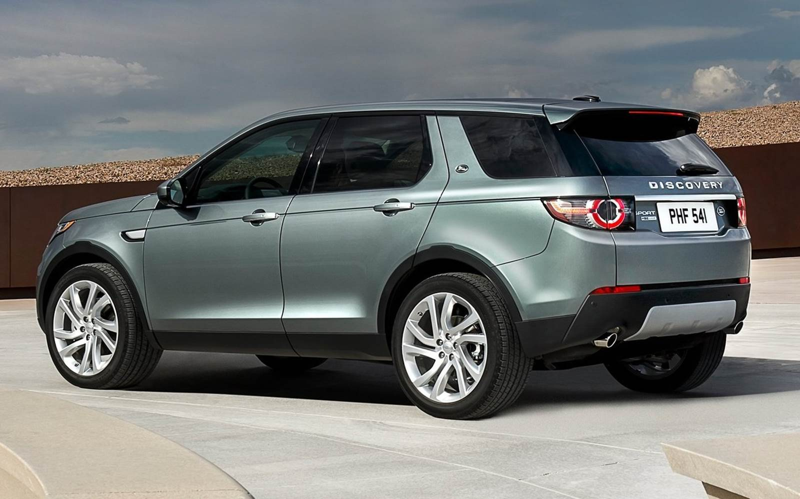 land rover discovery sport pre o r 120mil na inglaterra. Black Bedroom Furniture Sets. Home Design Ideas
