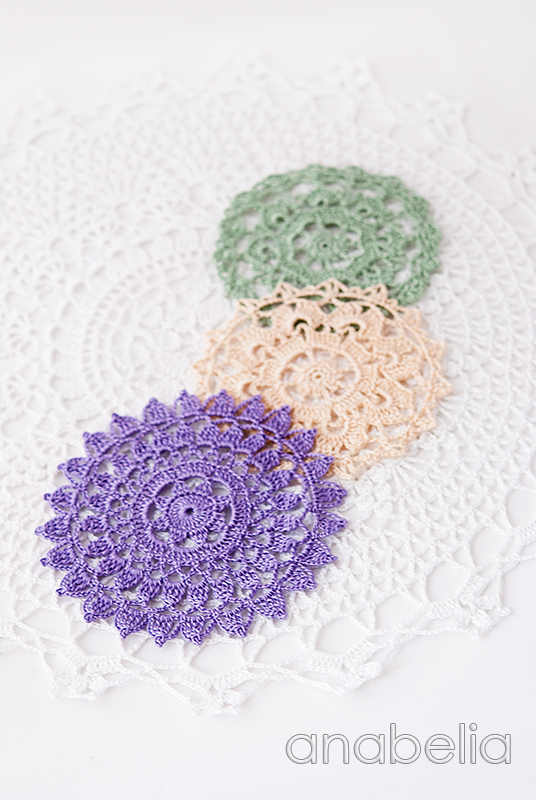 Shabby-chic crochet winter doilies by Anabelia