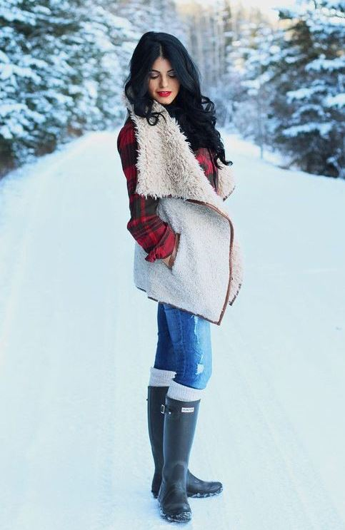 what to wear wiht a fur vest : plaid shirt + skinny jeans + black high boots