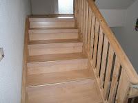 Treppenrenovierung - Treppengeländer fertig geschliffen mit passendem Laminat