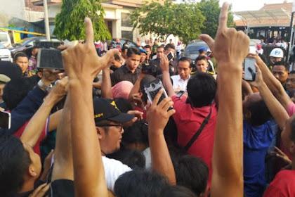 Ponorogo Pecah! Rakyat Unjuk Gigi Sambut Dengan 2 Jari, Ini Videonya dan Fotonya