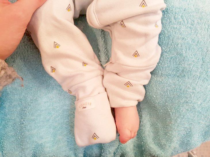 pyjama bébé avec chaussettes intégrées
