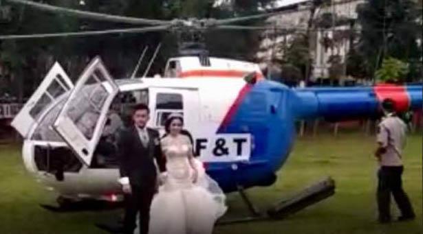Pasangan pengantin di Siantar yang menggunakan helikopter.