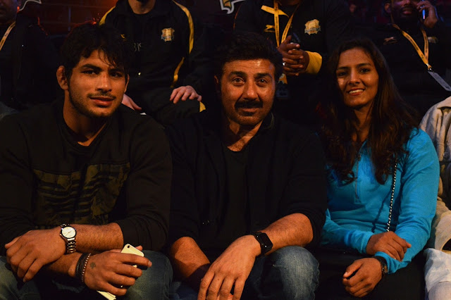 Sunny Deol at Pro Wrestling league match with Wrestler Geeta Phogat and husband Pavan