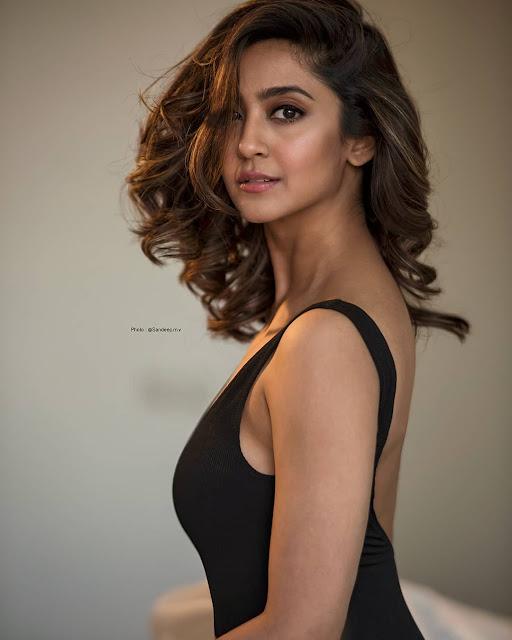Aindrita Ray - Hot Kannada Celebrity Photos
