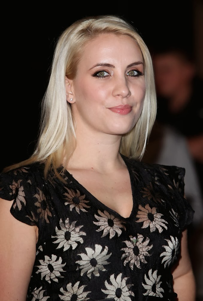 Celebrity Measurements: Claire Richards Height, Weight ...