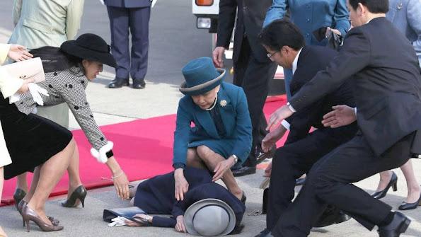 The Duchess of Cambridge,  Princess Akiko Mikasa, Kate Middleton, Prince William, Princess Charlotte, Prince George, wedding, style, wedding dress, new summer dress