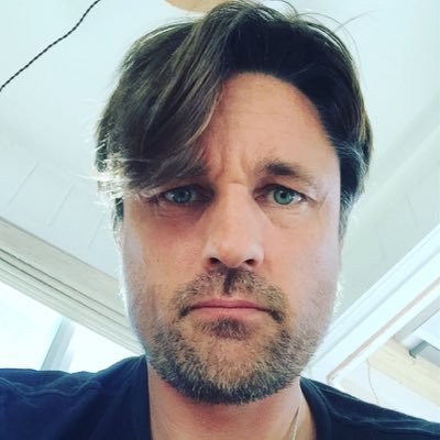 Martin Henderson wife, married, age, girlfriend, family, movies and tv shows, grey's anatomy, dwarf, actor, peter dinklage, nominations, shortland street, the ring, wiki, biography