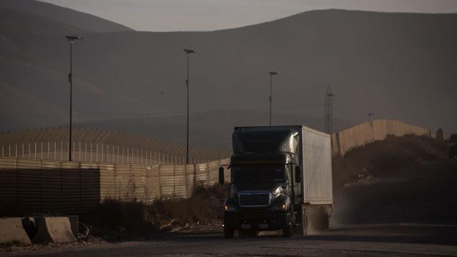 Morena admite: no se puede bajar IVA e ISR en la frontera