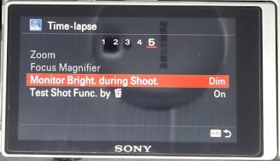 Monitor Brightness diset pada kondisi Dim selama pembuatan Video Timelapse