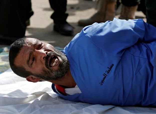 ΤΟΝ ΣΑΠΙΣΑΝ!- ΕΤΣΙ ΕΚΤΕΛΟΥΝ δημόσια ΒΙΑ-ΣΤΗ και δολοφόνο 3 χρο-νου κο=ρι-τσι-ού στην Υεμένη…