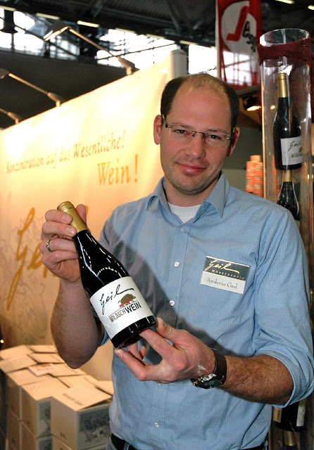 """Winzer Andreas Geil mit seinem """"WildschWEIN"""". Weingut Helmut Geil, Monzernheim, Rheinhessen. #Wein #Rheinhessen #Rheinhessenwein #WeingutGeil"""