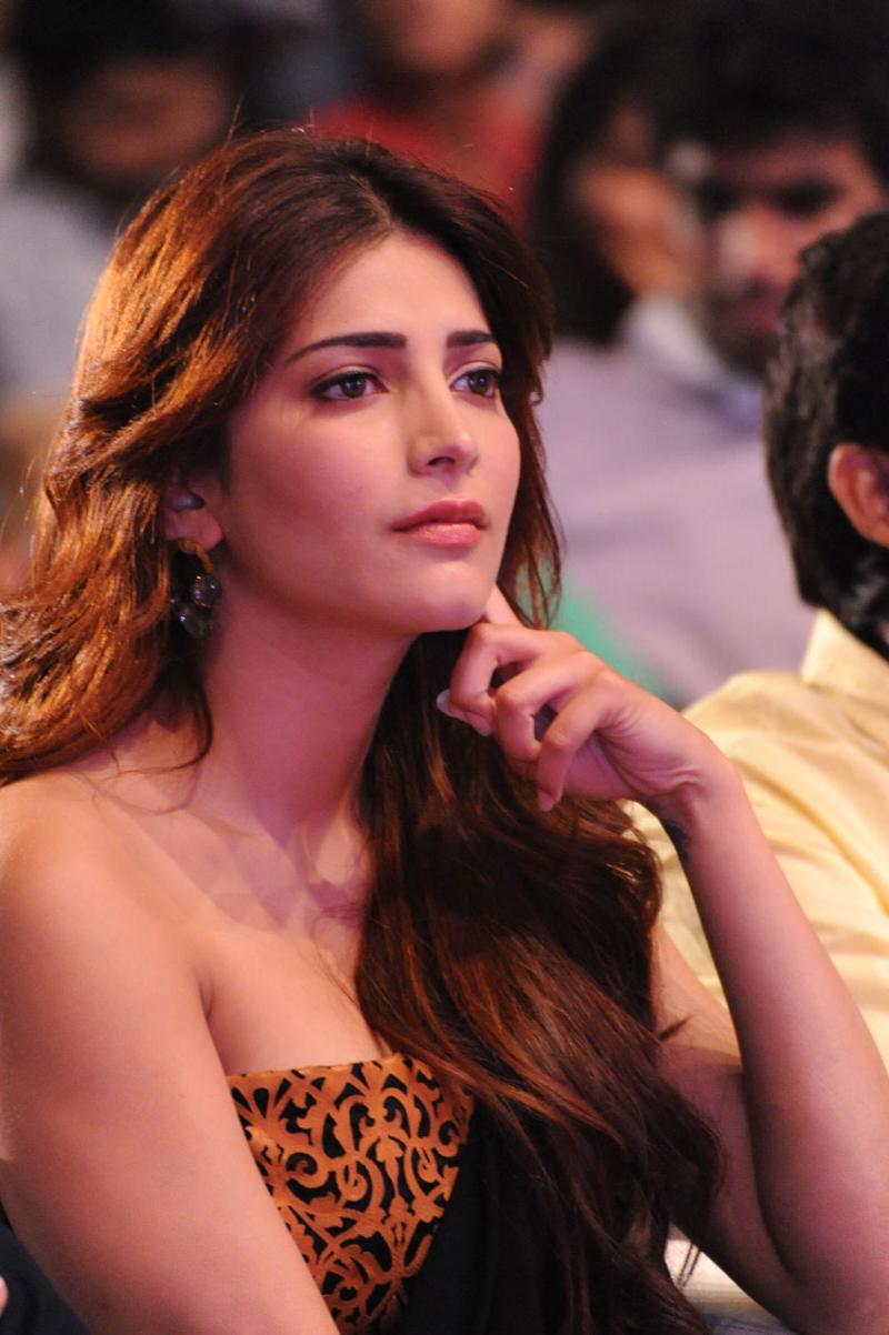 Shruti Hassan sexy blouse, Shruti Hassan in black saree, Shruti Hassan Balupu movie luanch