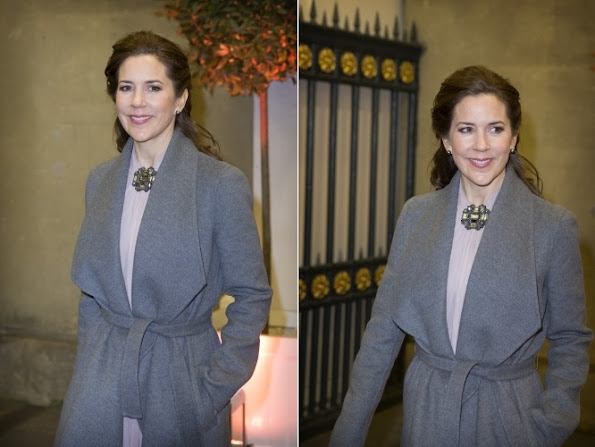 Crown Princess Mary of Denmark hand over the Champions for Change Award to Princess Mabel of The Netherlands