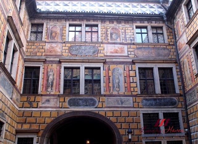 cesky krumlov castle iiird courtyard facade