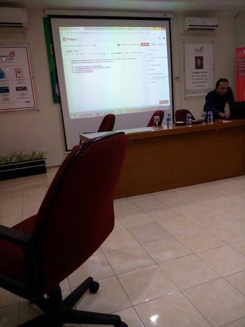 Serunya Berdiskusi tentang Blog Bersama Forum Guru Menulis