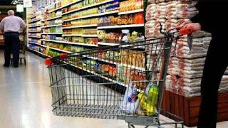 Las ventas en supermercados cayeron en forma interanual por décimo mes.