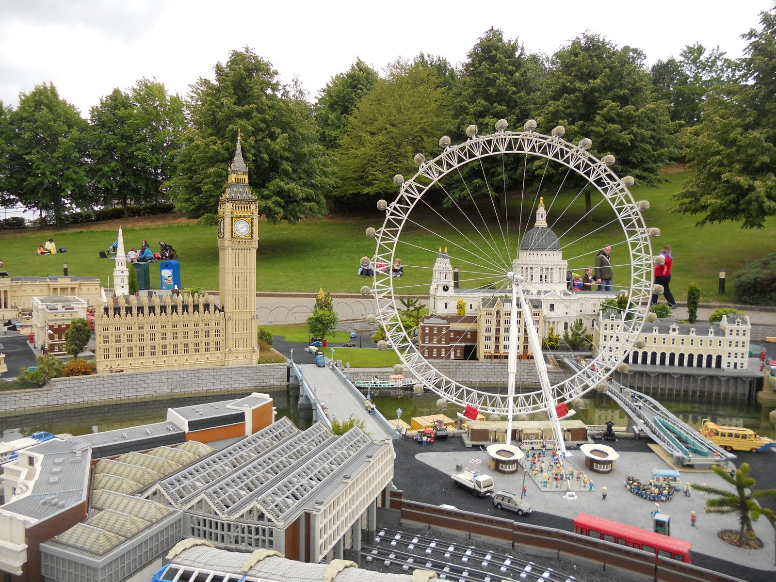 Lawrence and Alison in England: Legoland, Windsor