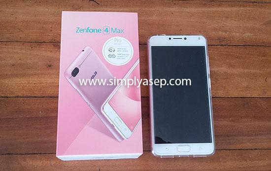 ASUS HANDPHONE : Inilah ASUS Zenfone 4 Max Pro Edition yang masih bau toko, dibeli pada bukan Desember 2017 di Menra Computer Pontianak.  Foto Asep Haryono