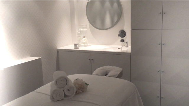 A treatment room in the Andaz Amsterdam Spa.