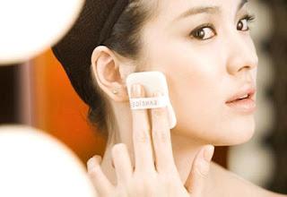 Cách chăm sóc da nhờn khi trang điểm