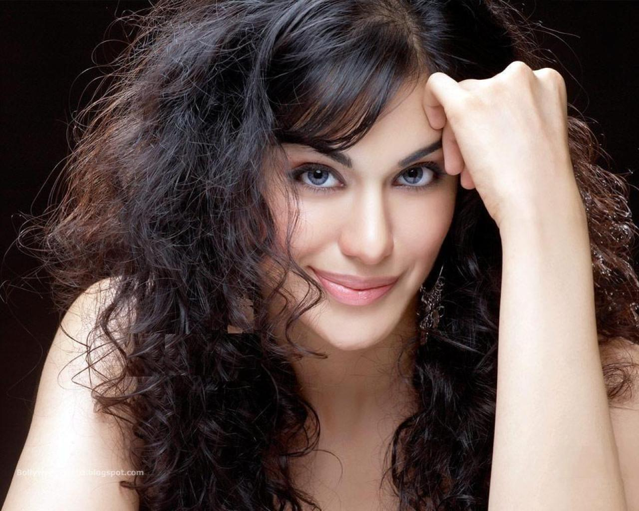 Waone's Articles: Adah Sharma' Hot Bugil' Artis Bollywood
