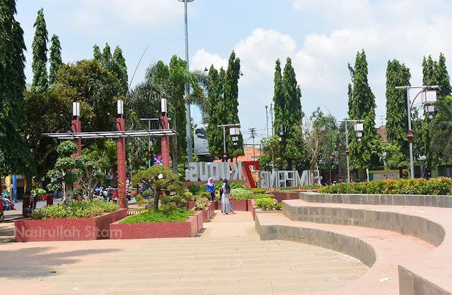 Taman di Alun-alun kota Kudus