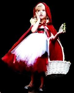 Foto de una niña disfrazada de Caperucita Roja con su canasta