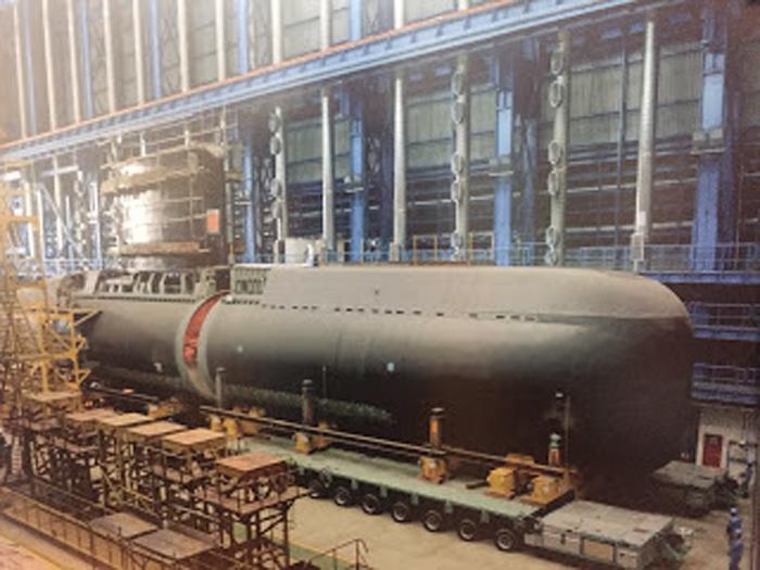 Proses perakitan kapal selam Chang Bogo