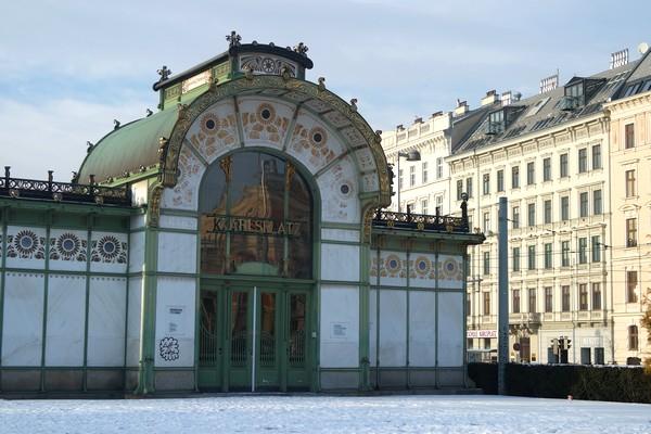 vienne vienna pavillon otto wagner karlsplatz hiver neige
