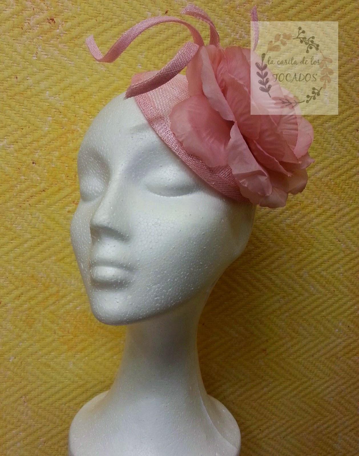tocado para boda con flor en color rosa bebé, sencillo y barato