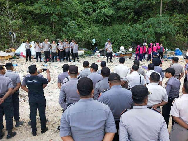 Polda Maluku dan Pemulung Sampah Peringati HPSN di Toisapu