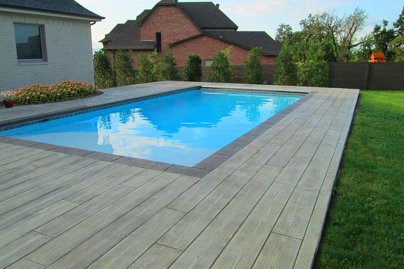 wood-plank-pool-deck