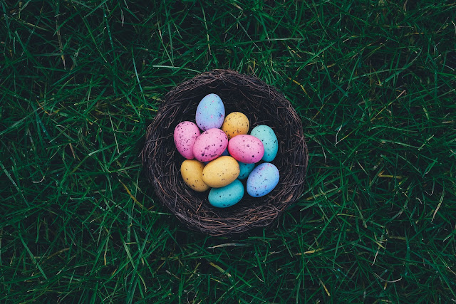 Easter eggs in a basket | Photo by Annie Spratt via Unsplash