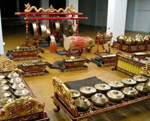 Bentuk instrumen alat musik tradisional gamelan