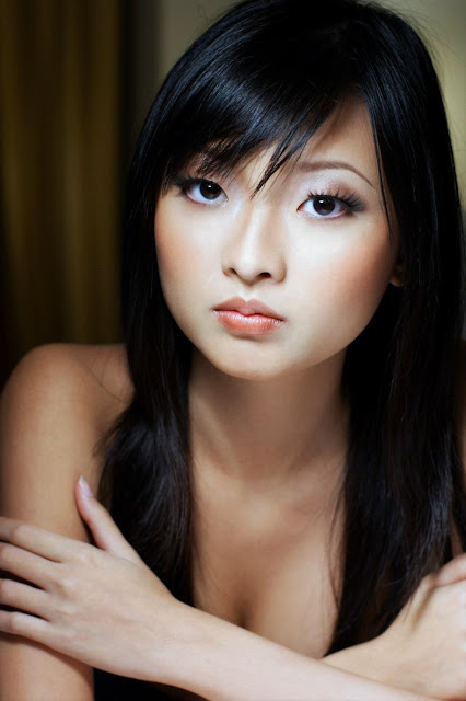 More Naked Photos of Singaporean FHM Model Daphne Ang