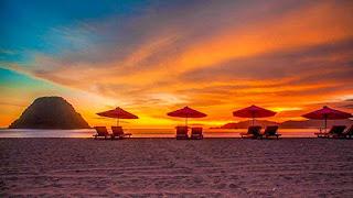 Indahnya Sunset Pantai Pulau Merah