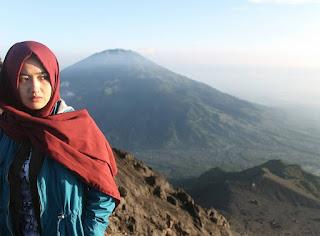 pendaki cantik gunung