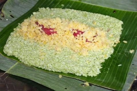 Phần nếp có màu xanh vì được nấu với lá dứa xoay nhuyễn, để tạo thêm sự phong phú và đẹp mắt cho món bánh tét ngày Tết. Nhân loại này có thể gồm đậu cà và mỡ