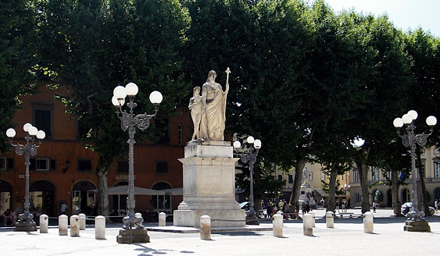 Informações sobre a Piazza Napoleone em Lucca