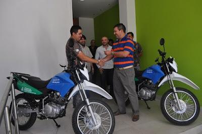 La Dirección de Bosques recibió dos motos y uniformes para sus  inspectores