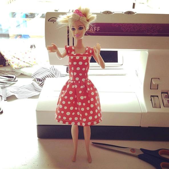 By Miekk Barbie Kleertjes Maken