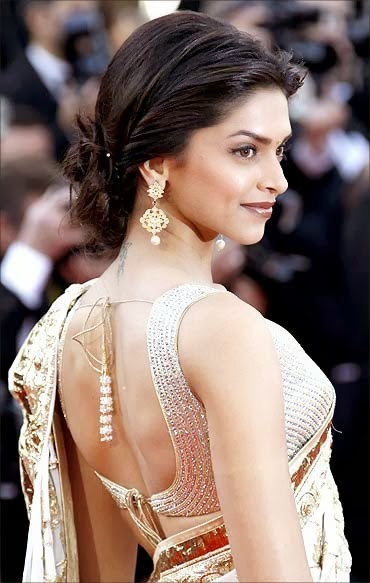 deepika padukone in Saree wallpapers back view.jpg