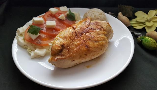 Filet kurczaka z pesto i suszonymi pomidorami
