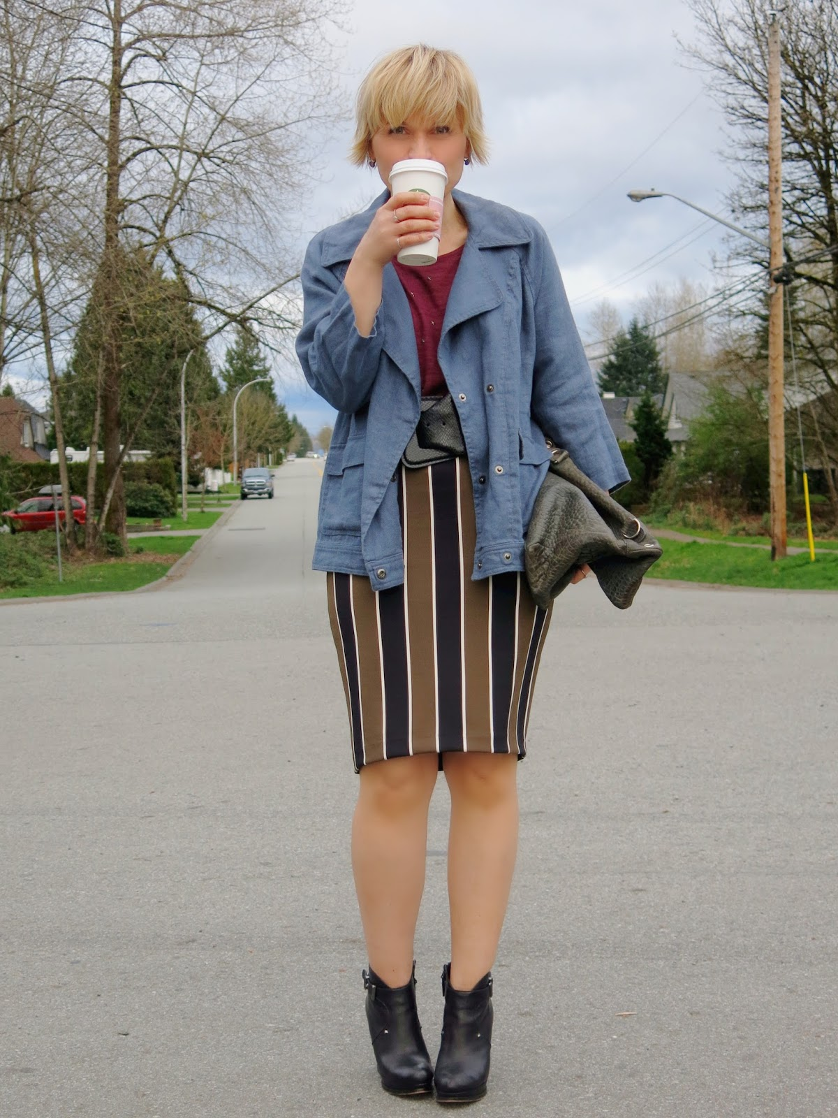how to style a striped pencil skirt