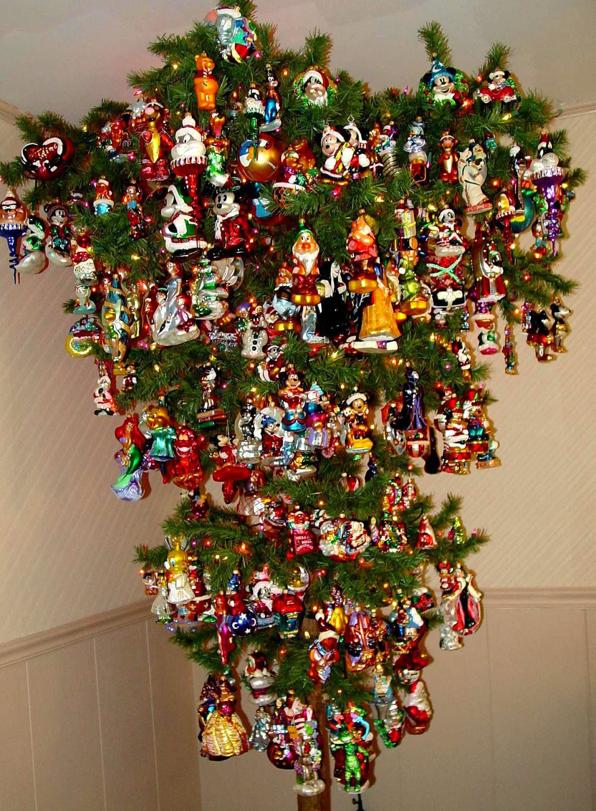 How to Recycle: Cool Upside-Down Christmas Trees